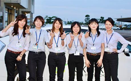 女性インストラクターが多いのも当校の特長です!